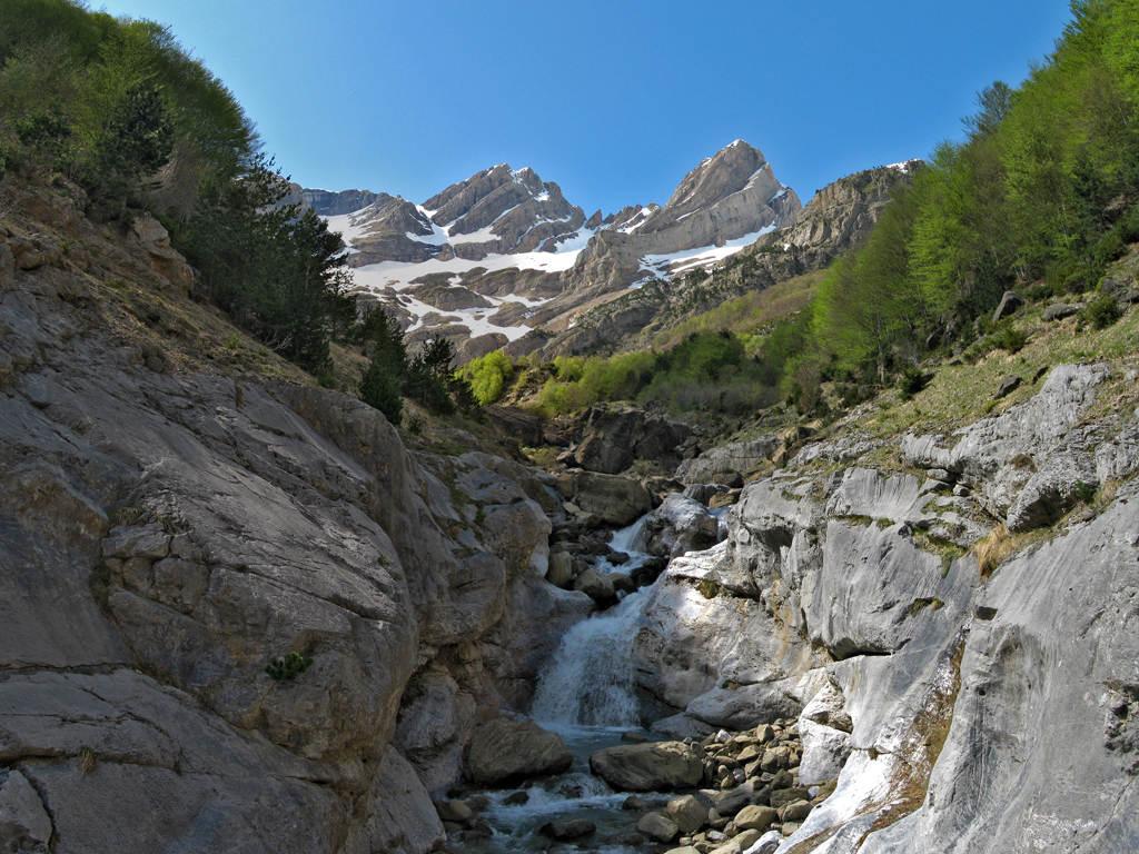 aventura pirineos senderismo