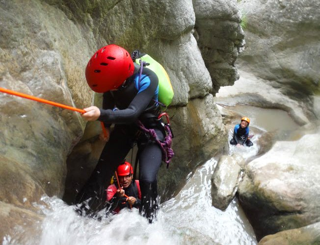aventura pirineos. rafting aguas bravas